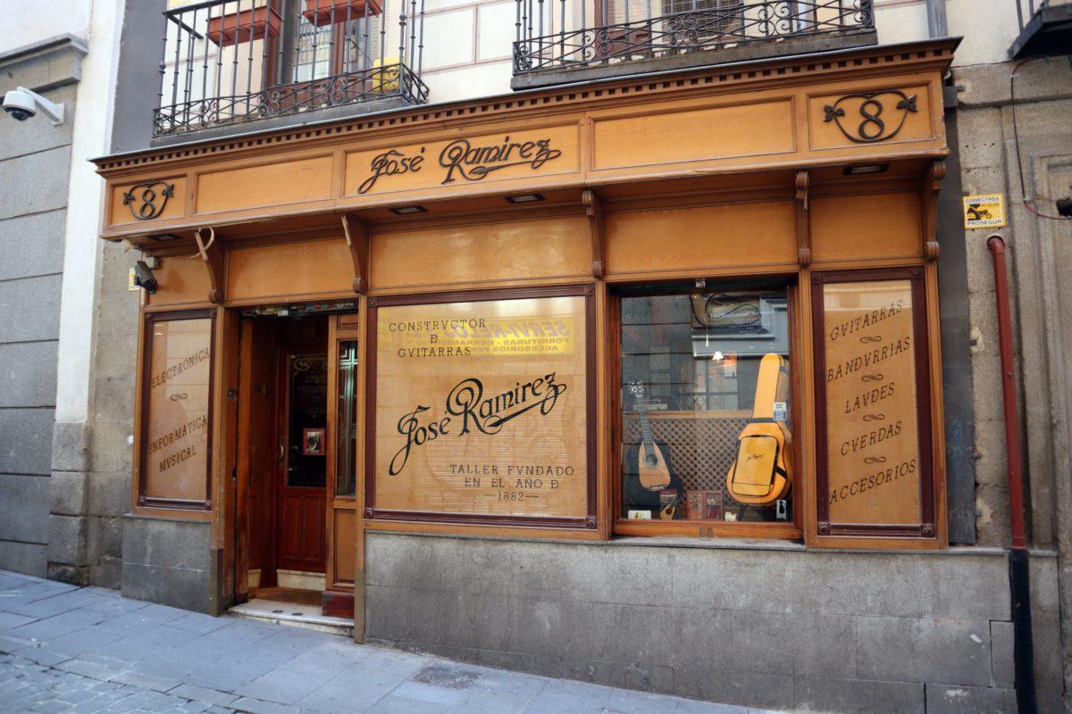IMG 0780 e1552469211243 - Charla y ruta flamenca guiada: Guitarras, zapatos y danza