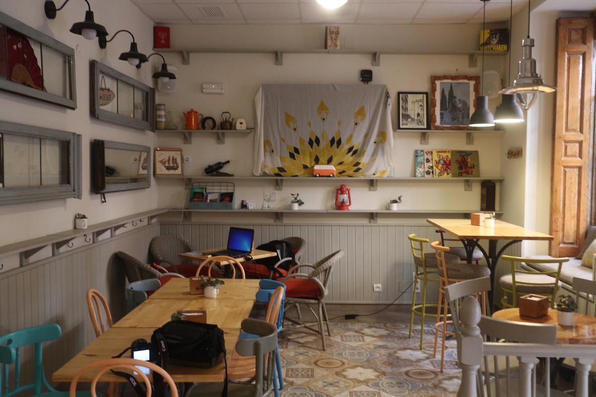 ba6 - El primer aniversario de Bombardino Café