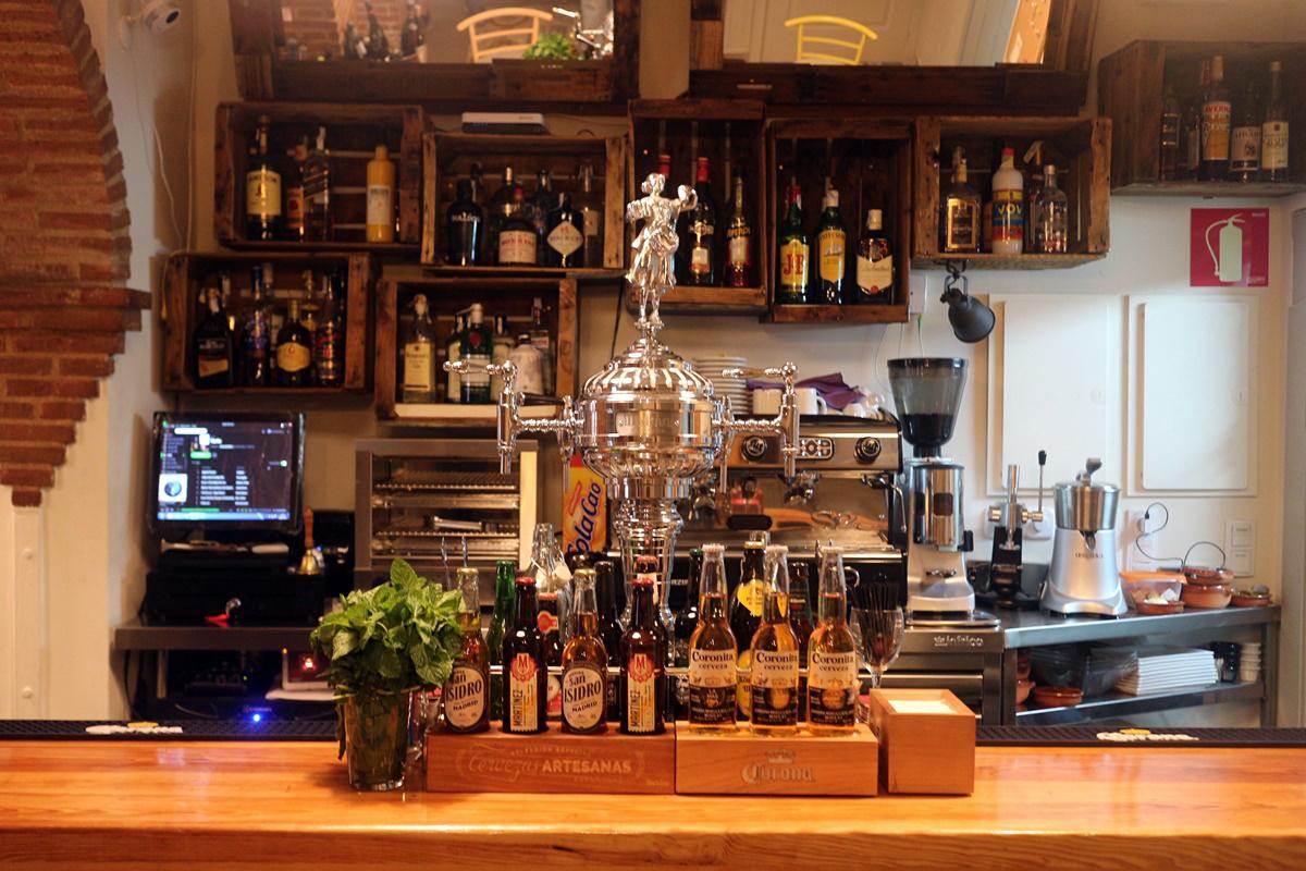 ba8 - El primer aniversario de Bombardino Café